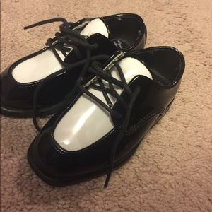 Boys saddle shoes